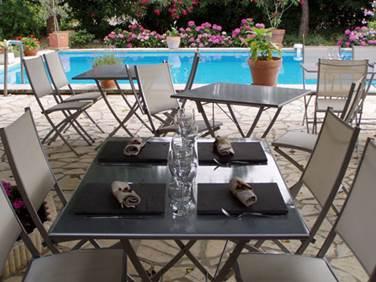 Auberge l'AMANDIN à Beaucaire table