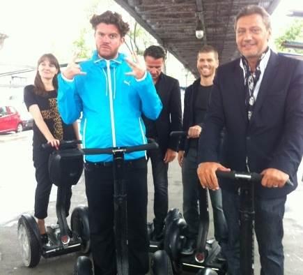 """L'équipe de """"""""Monte le Son"""""""" en gyropode Segway pour une publicité sur France 4 !"""