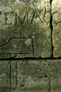 Visite : les marques et inscriptions sur le Pont du Gard