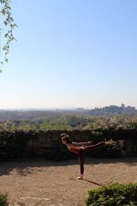 Yoga dans les jardins de l'Abbaye Saint-André