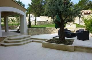 Villa avec piscine dans la région de Nîmes