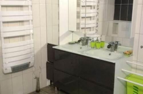 L'Escargot salle d'eau adaptée aux personnes à mobilité réduite © EXBRAYAT Max - L'Escargot