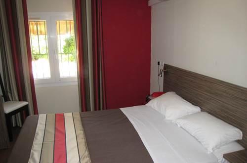pouzilhac;gard;hotel restaurant;hotel ©