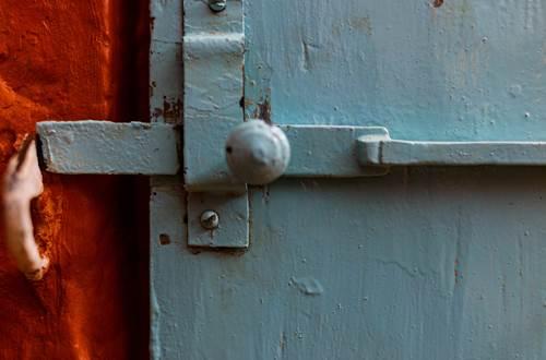la vieille maison Durfort detail chambre bleue salle de bain ©