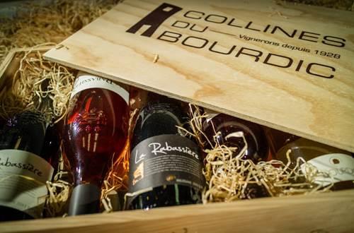 Collines du Bourdic - caveau de St-Maximin - caisse de vin © Collines du Bourdic