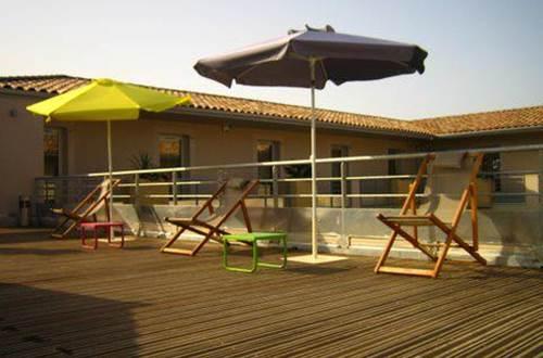 Hôtel Patio de Violette Uzès Terrasse et Parasol © Hôtel Patio de Violette