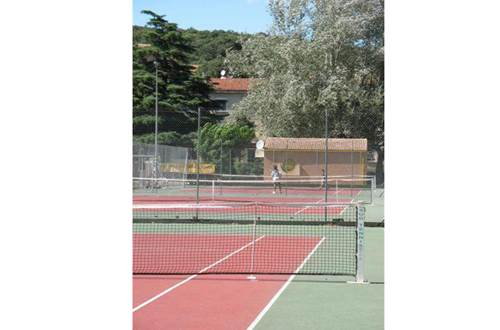 aire-naturelle-camping-clos-abbaye-cendras-tennis-cevennes ©