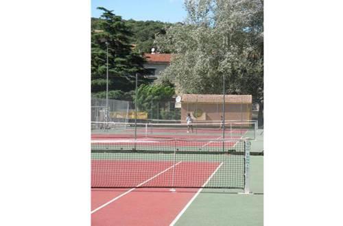 aire-naturelle-camping-clos-abbaye-cendras-tennis-cevennes ©