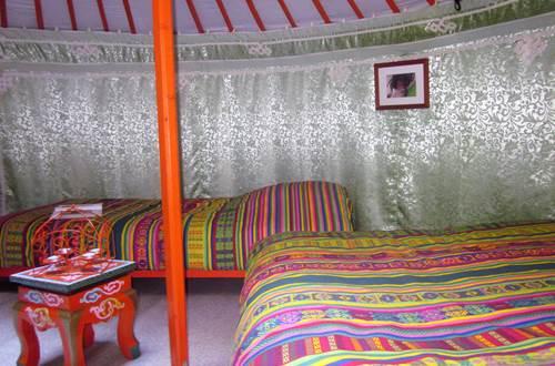 asinerie-badjane-yourte-mongole-interieur -tibetain ©