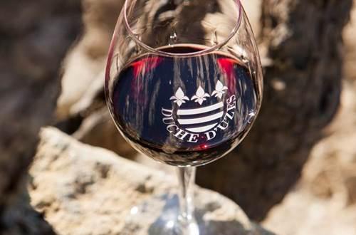 Verre vin Duché Uzès ©